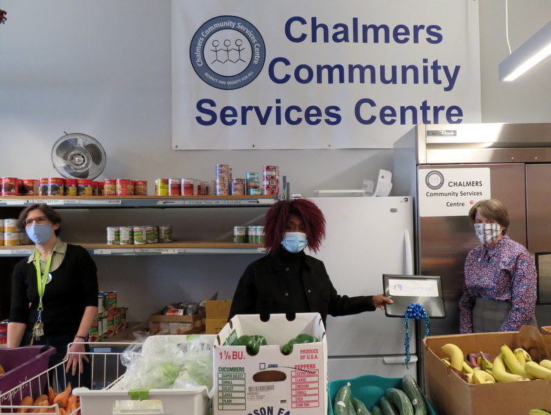 Chalmers Community Services Centre receives a cheque from 100WWCG.